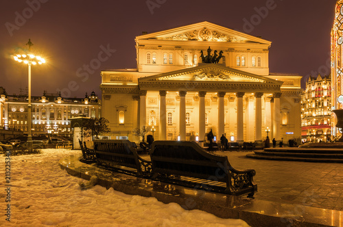 In de dag Theater Sunset view of the State Academic Bolshoi Theatre of Opera and Ballet, Moscow, Russia.