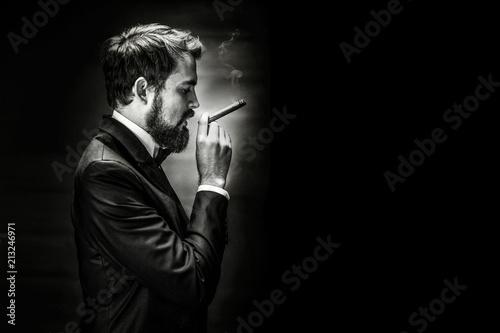 Fotomural smoking gentleman portrait
