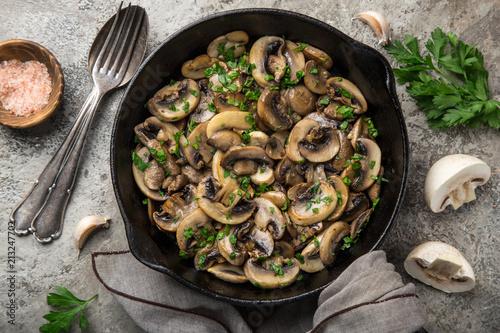 Fotografering fried champignon mushrooms