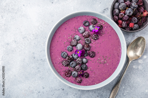 delicious blueberry smoothie bowl with frozen berries Fototapete