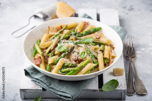 asparagus and bacon penne pasta with parmesan cheese in white bowl Fototapet