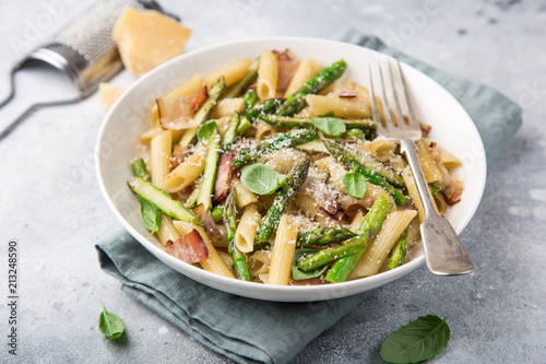 Fotomural asparagus and bacon penne pasta with parmesan cheese in white bowl