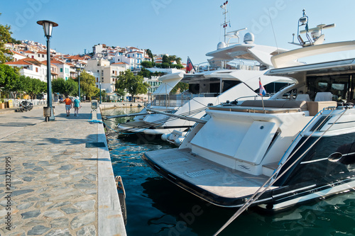 Spoed Foto op Canvas Stad aan het water Skopelos town and harbor at summer morning, island of Skopelos, Greece