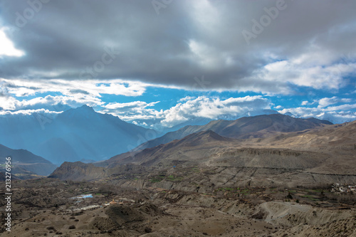 Foto op Canvas Blauwe jeans Beautiful mountain landscape in the vicinity of Muktinath, Nepal.