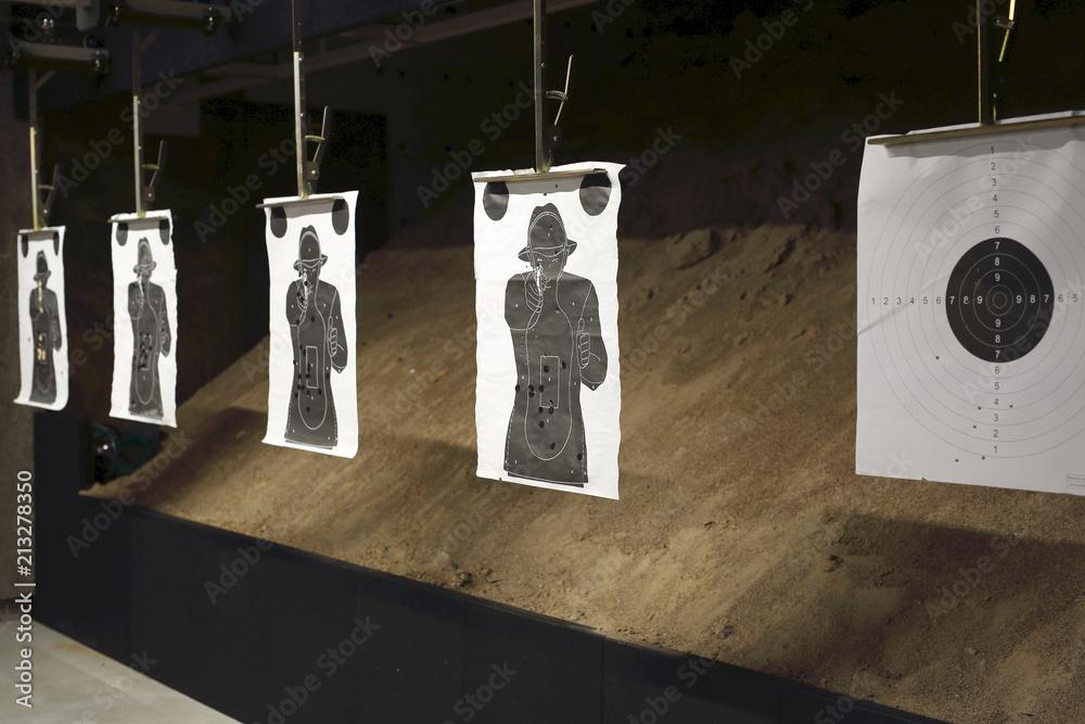 Strzelnica. tarcza strzelecka na strzelnicy sportowej - obrazy, fototapety, plakaty