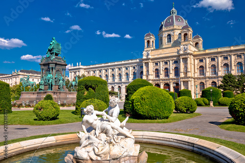 mata magnetyczna Maria Theresien Platz square in Vienna architecture and nature view