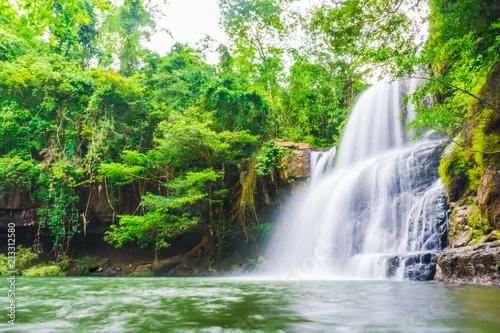 Foto auf AluDibond Wasserfalle Tropical deep forest Klong Chao waterfall in Koh Kood island
