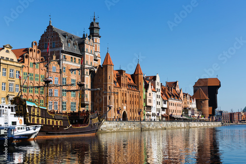 Spoed Foto op Canvas Europa Motlawa river embankment in historical part of Gdansk at sunny day