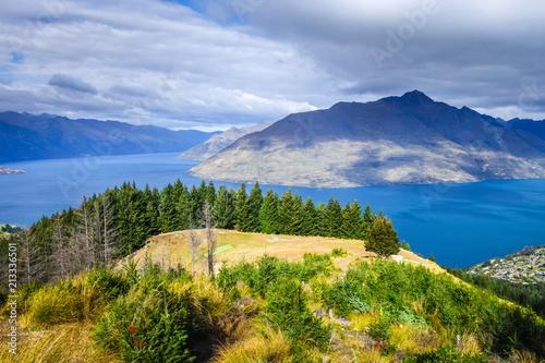 Fotobehang Oceanië Lake Wakatipu and Queenstown, New Zealand