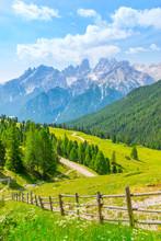 Pragser Dolomiten - Plätzwiese. Wunderschöne Wanderung Von Der Plätzwiese Zur Dürrensteinhütte Mit Blick Auf Das Cristallo Massiv