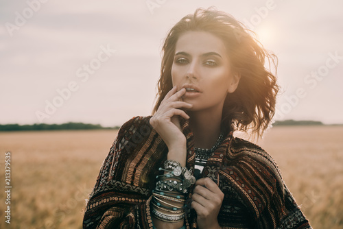 Cadres-photo bureau Gypsy romantic young woman