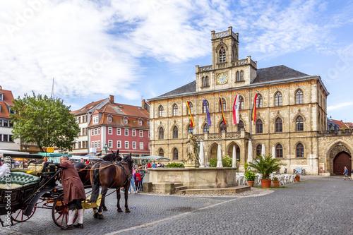 Montage in der Fensternische Europäische Regionen Weimar, Rathaus