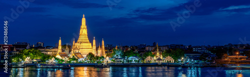 Photo Wide panorama of Wat Arun temple, Bangkok, Thailand