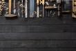 Tischler Werkzeug auf dunklem Hintergrund