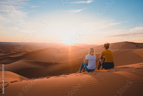 Poster Maroc Watching the sunset in Sahara