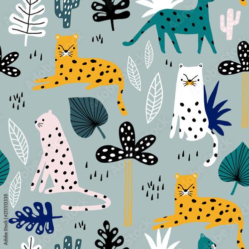 bezszwowy-wzor-z-lampartami-galaz-palmowa-i-tropikalnym-tlem-kreatywna-dziecinna-tekstura-dzungli-swietny-do-tkanin-ilustracji-wektorowych-wlokienniczych
