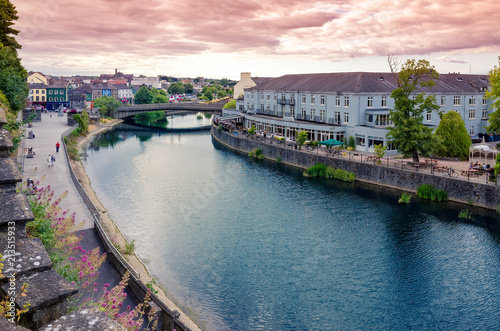 Foto op Aluminium Oude gebouw Cityscape at sunset of Kilkenny