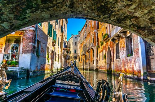 Türaufkleber Gondeln Gondola Underbridge in Venice, Italy