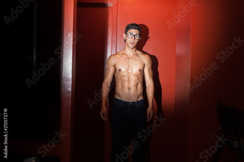 Fotografie, Tablou  Shirtless sexy guy with reverse baseball cap