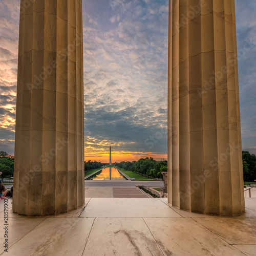In de dag Amerikaanse Plekken The Lincoln Memorial at Sunrise on the National Mall in Washington DC