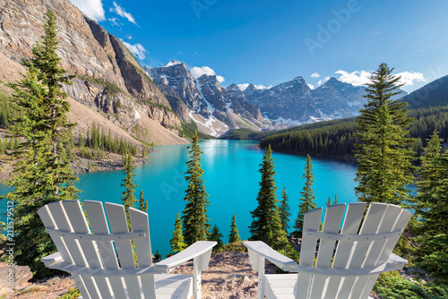 Poster de jardin Canada Beautiful turquoise waters of the Moraine Lake at sunset with snow-covered peaks above it in Rocky Mountains, Banff National Park, Canada.