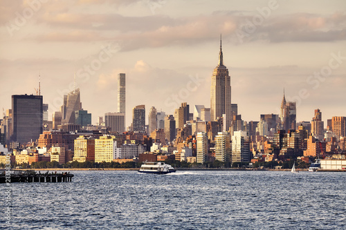 In de dag Amerikaanse Plekken Manhattan seen from New Jersey at sunset, USA