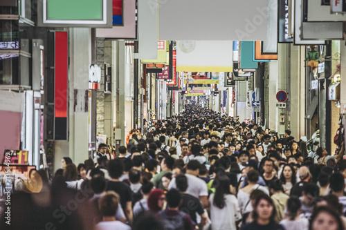 心斎橋を歩く人々 - 213584969