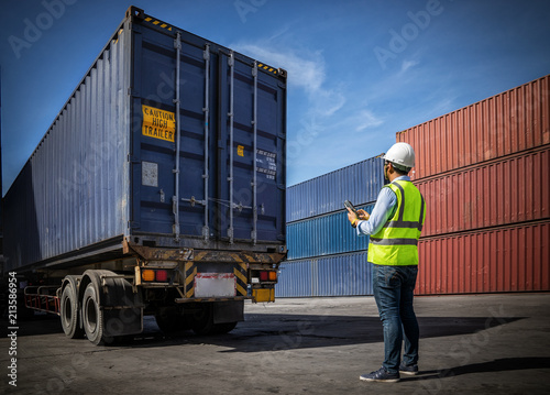 Foreman control loading Containers box to truck for Logistic Import Export Background, Business logistic concept, import and export concept Canvas-taulu