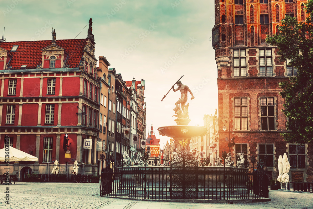 Fototapety, obrazy: Pomnik Neptuna i architektura Starego Miasta w Gdańsku