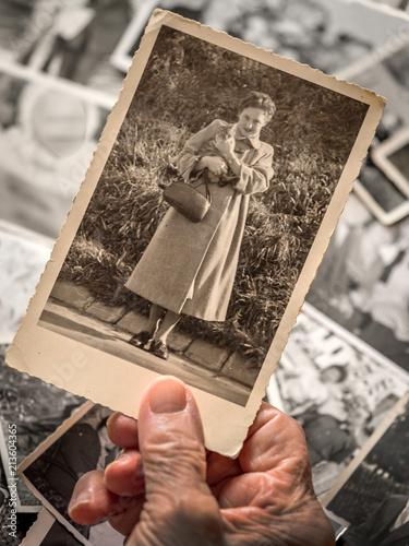 Fotografía  Alte Fotos ansehen. Erinnerungen an die Vergangenheit
