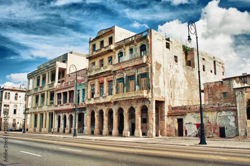 Poster de jardin Havana abandoned old building in habana cuba