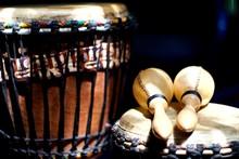 Deux Djembe Et Maracas - Instrument De Musique Percussion Rythme