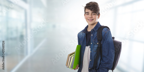 Fotografia student with books isolated, back to school