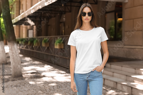 fototapeta na drzwi i meble Young woman wearing white t-shirt on street