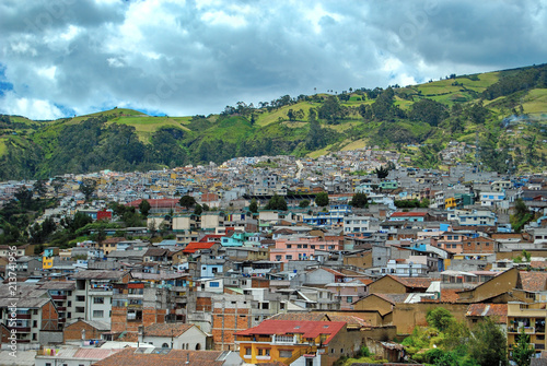 Foto  View of the historical center of the capital of Ecuador from the Basílica of the National Vow