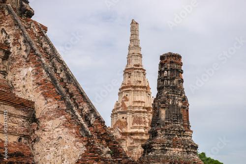 Deurstickers Bedehuis The Prang in Wat Chaiwattanaram temple in Ayutthaya, Thailand.