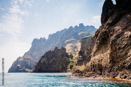 Foto  Karadag mountain range in Crimean mountains, an ancient extinct volcano