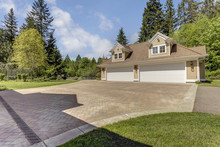 Outstanding Country Residence With A Garage.