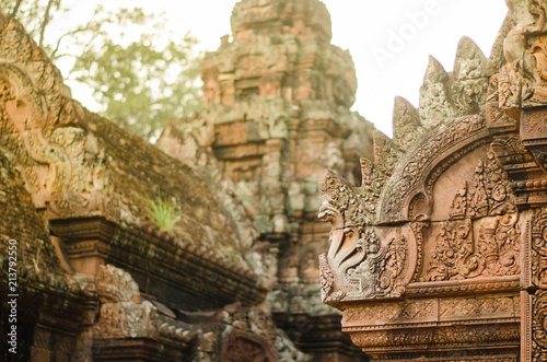 Spoed Foto op Canvas Bedehuis Carved stone decors on Bantai Srei buddhist temple's roofs in Angkor Wat park, Cambodia
