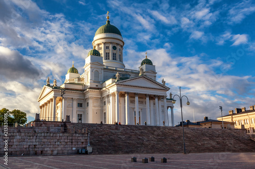 Obraz na plátně Finland, Helsinki, view of the Cathedral and Senate Square at sunset
