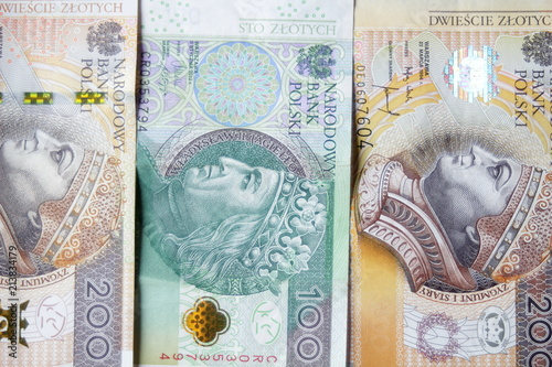 Fotografía  Hundred and two hundreds of Polish zloty lined up vertically