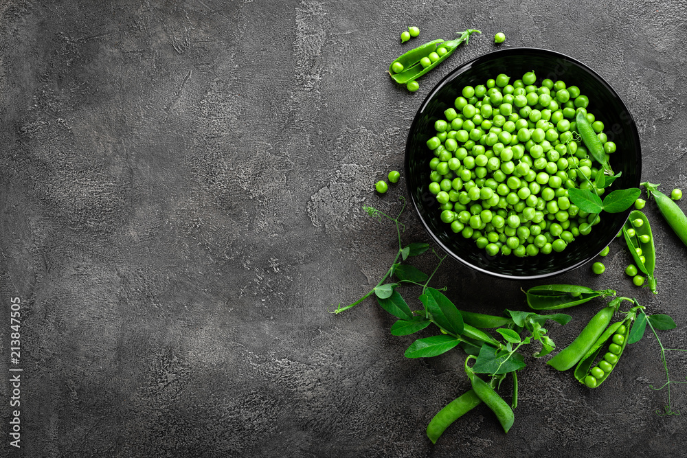 Fototapety, obrazy: Green peas with pods and leaves