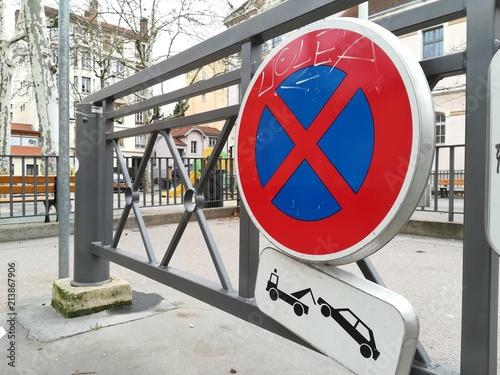 Photo  Panneaux stationnement interdit