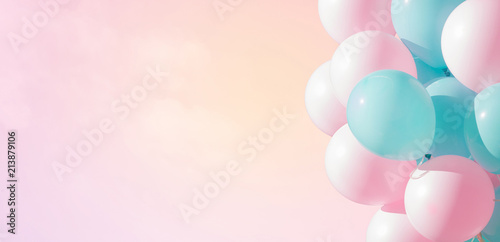 Photo  Beautiful panoramic background with pink and blue balloons