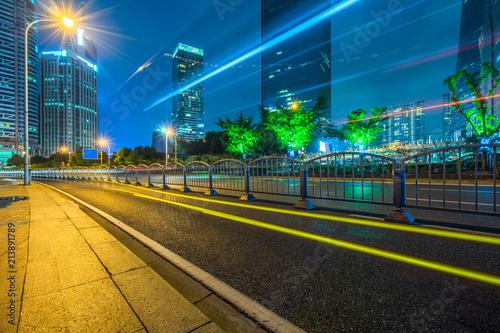 Fotografía  vehicle light trails at city road, shanghai, china.