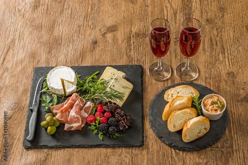 Fotobehang Assortiment オードブル Appetizer platter of liquor in Europe are