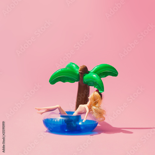 Tropical palm inflatable toy with doll on pink background Canvas-taulu