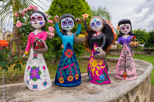 Catrinas Mexicanas Hermosas Artesanias Papel Mache Del Dia De