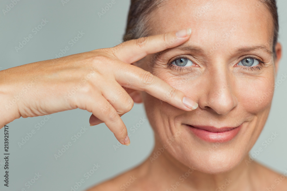 Fototapeta Mature woman eyes