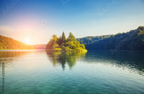 Poster Bergen Majestic view on turquoise water in sunny day. Location Plitvice Lakes National Park, Croatia.